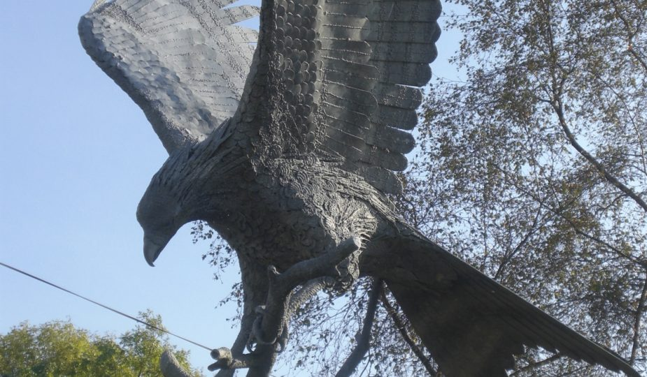 """Spirit in The Sky"" red kite statue in Llanwrtyyd Wells Town Square"