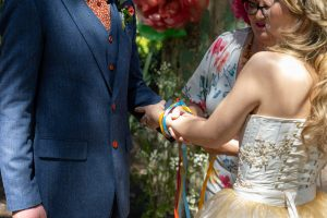 Handfasting, Tying the knot
